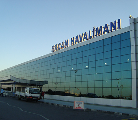 Ercan Havalimanı'nda uçuşlara sis engeli