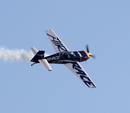 Red Bull Air Race pilotundan TEKNOFEST'e özel uçuş