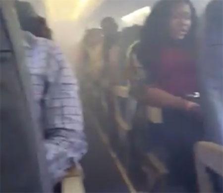 Yolcu uçağında duman paniği