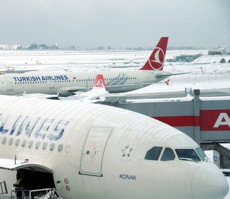 Atatürk Havalimanı'nda bütün uçuşlar durduruldu