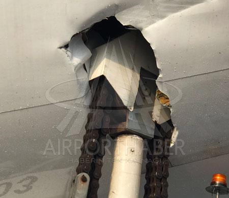 Fırtına nedeniyle AHL'de B747 loader aracına çarptı