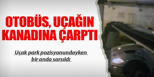 PARK POZİSYONUNDAKİ UÇAĞIN KANADINA OTOBÜS ÇARPTI