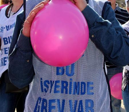 Hava İş Sendikası'ndan balonlu grev!