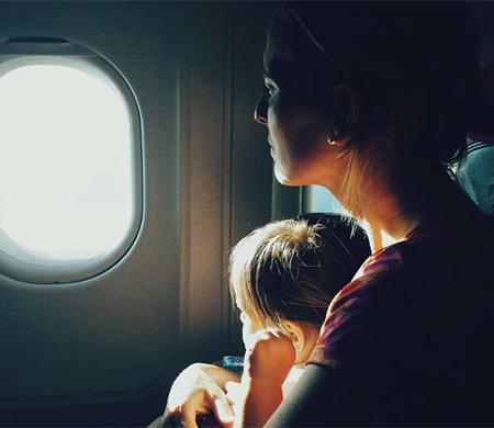 Uçakta kalbi duran bebeğe hayati müdahale