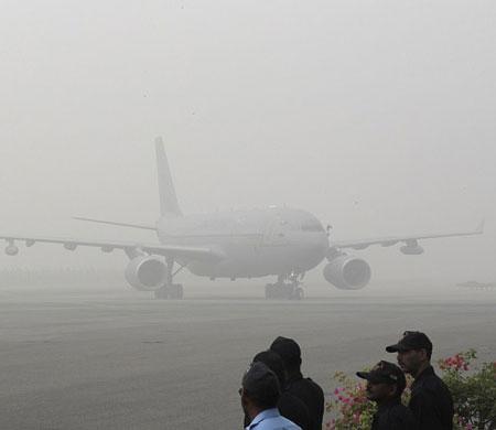 United Airlines hava kirliliği nedeniyle Delhi uçuşlarını askıya aldı