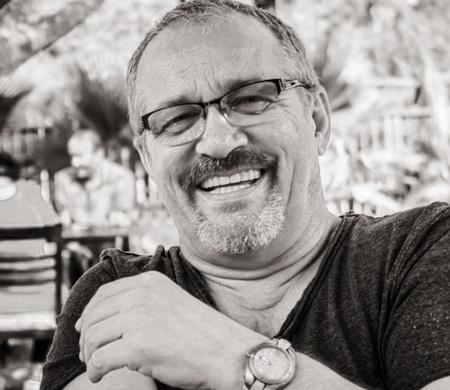 Pegasus kaptan pilotu Ümit Erdizer kalp krizi sonucu hayatını kaybetti