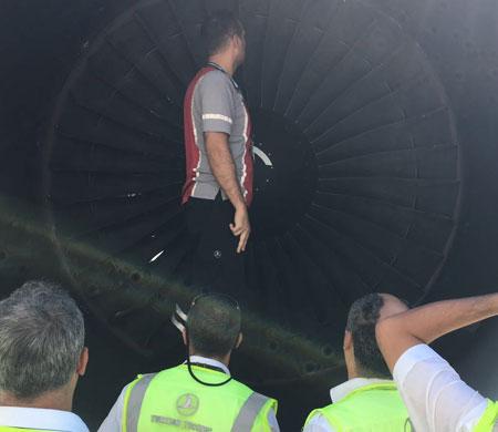 Qatar uçağının motoru bu hale geldi