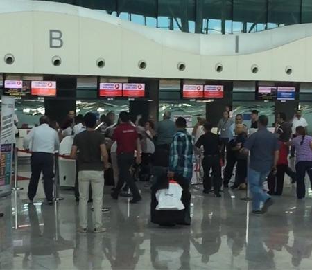 Esenboğa Havalimanı'nda yolcular arasında arbede yaşandı