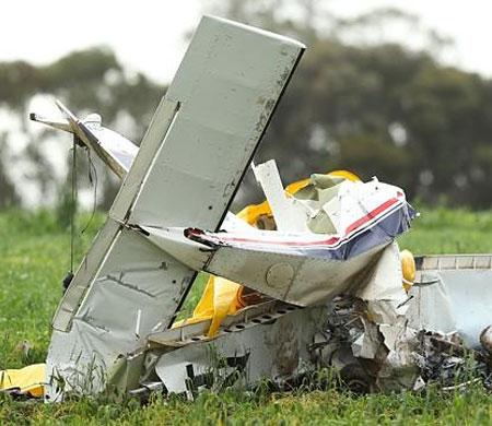 Eğitim uçağı düştü: 2 kişi öldü!