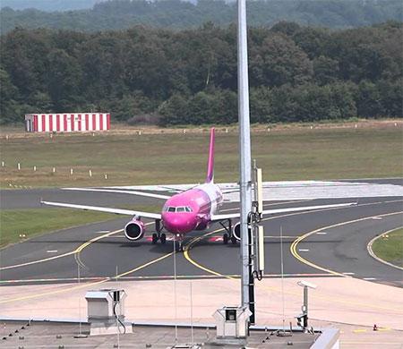 Köln Havalimanı'nda çukur krizi