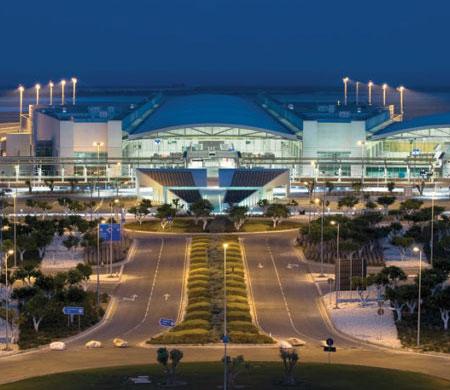 Ercan Havalimanı Larnaka'nın gerisinde kaldı!