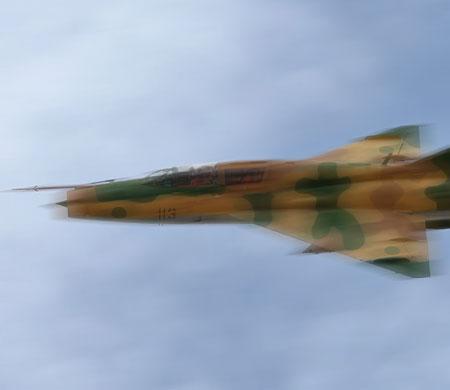 Libya'da savaş uçağı füze ile düşürüldü