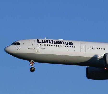 Lufthansa uçağı Esenboğa'ya acil iniş yaptı
