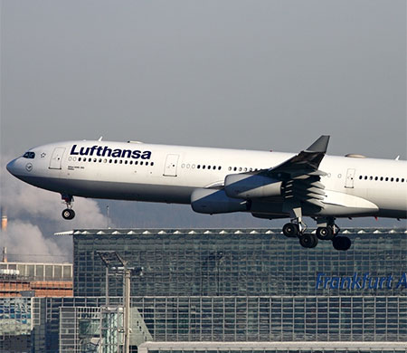 Lufthansa uçağı İstanbul'a zorunlu iniş yaptı