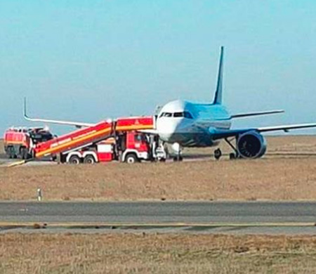 Lufthansa uçağı toprak zemine çıktı