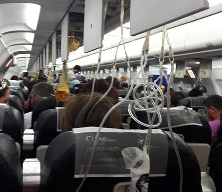 Onur Air uçağında oksijen maskeleri açıldı