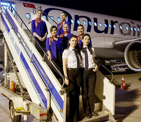 Bu uçuşa sadece kadın eli değdi