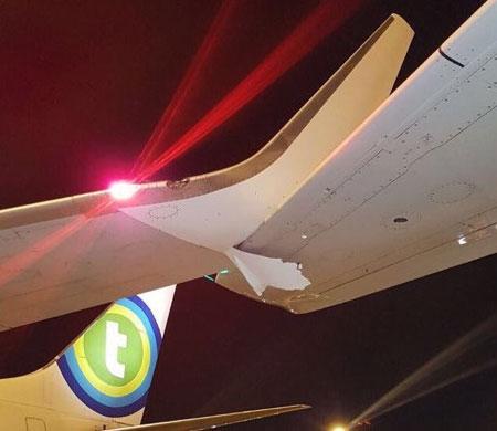 Paris Orly Havalimanı'nda iki uçağın kanatları çarpıştı