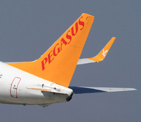 Pegasus uçağında kalp krizi geçirdi