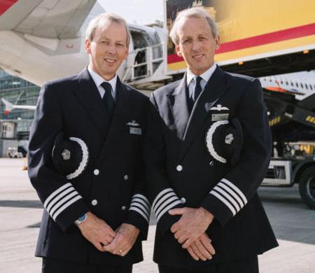 İkiz pilotlar aynı gün son uçuşu yapıp emekli oldular