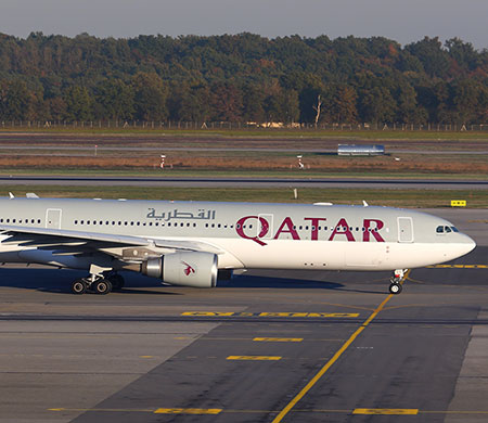 Katar Havayolları uçağının motoru alev aldı