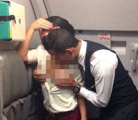 Qatar Airways uçağında skandal görüntüler