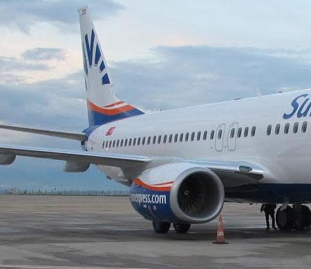 SunExpress'in yeni uçağı Antalya'ya teker koydu