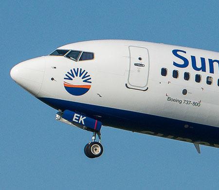 SunExpress uçağına yıldırım çarptı