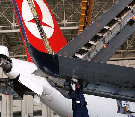 SON DAKİKA | THY Teknik personeli hangar çatısından düştü