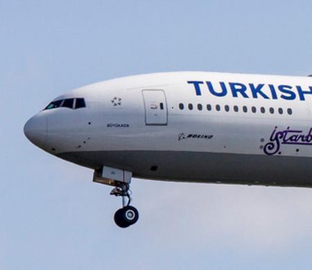 THY'nin Houston uçağı Varşova'ya iniş yaptı