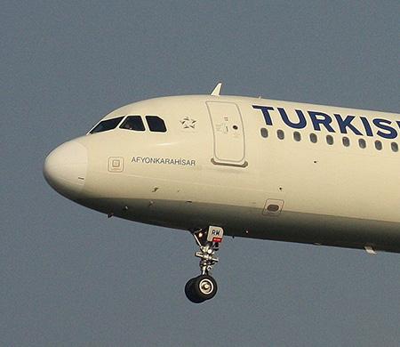 THY uçağını temizleyen personel merdivenden düştü