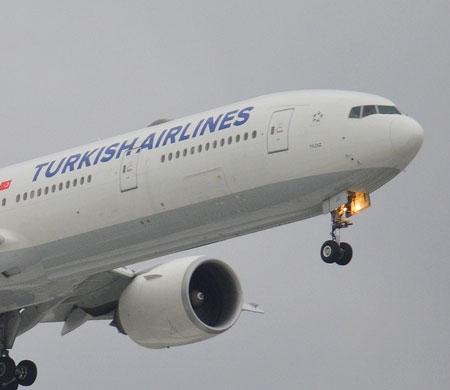 THY uçağı Dublin'e acil iniş yapıyor
