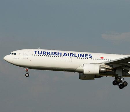 THY uçağına ABD'de apron aracı çarptı