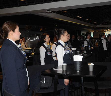 Uçuş ekiplerinden Ata'ya saygı duruşu