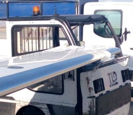 Esenboğa'da traktör uçağa çarptı
