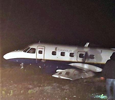 17 kişiyi taşıyan Embraer tipi uçak gövde üzerine iniş yaptı