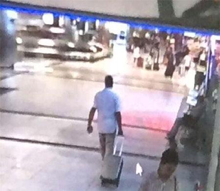 Atatürk Havalimanı'nda valiz hırsızlığı