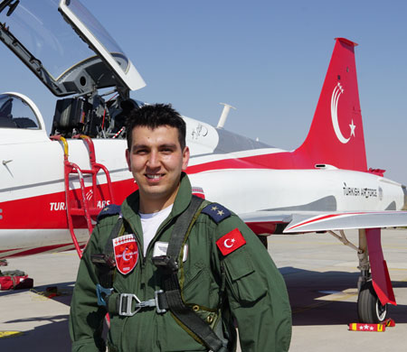 Türk YIldızları'nın yeni üyesi ilk uçuşunu yaptı