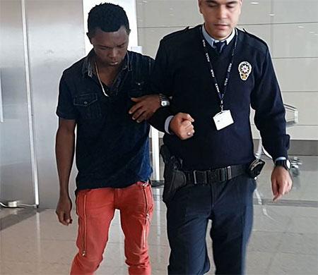 Atatürk Havalimanı tuvaletinde kendine zarar verdi